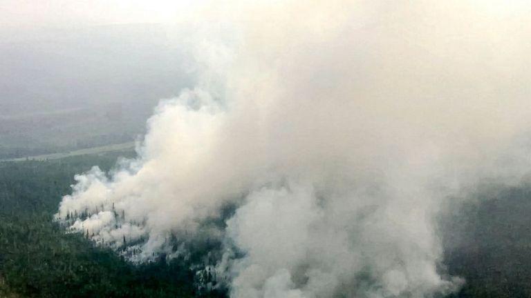 Photo of الآلاف يكافحون حرائق الغابات المستعرة في روسيا