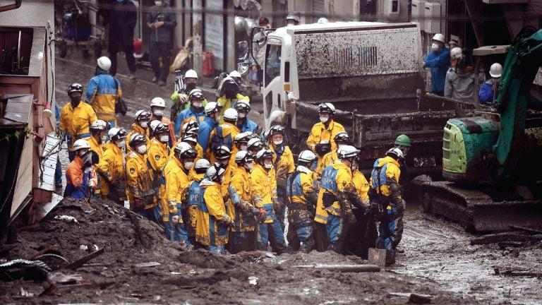 Photo of استمرار عمليات إنقاذ كارثة انزلاق التربة في اليابان
