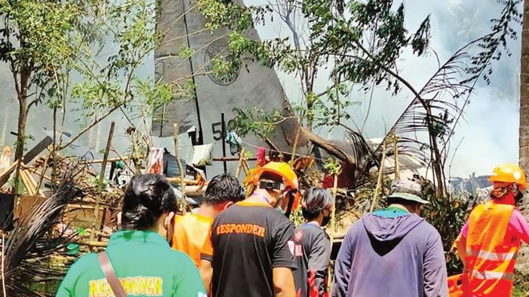Photo of 29 قتيلًا بتحطم طائرة عسكرية في الفلبين