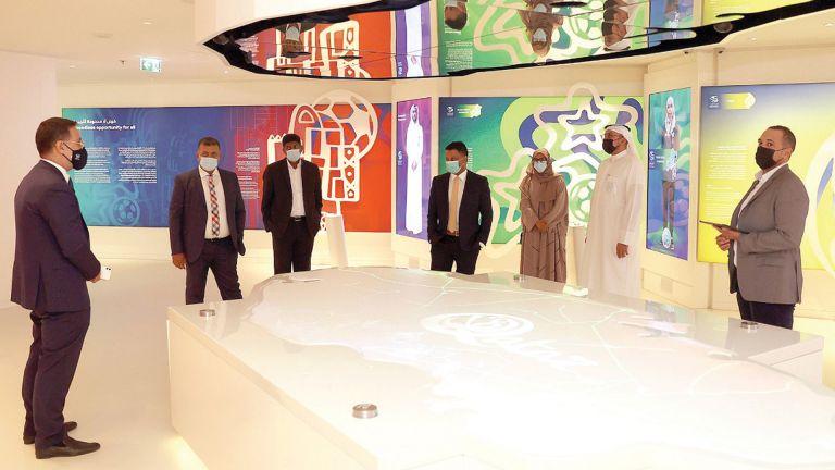 Photo of وفد الخليج للمخازن يزور جناح الإرث