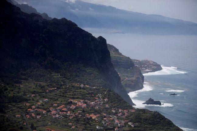 Photo of جزر ماديرا البرتغالية تستقبل السياح المطعمين بأي نوع من لقاحات كوفيد19