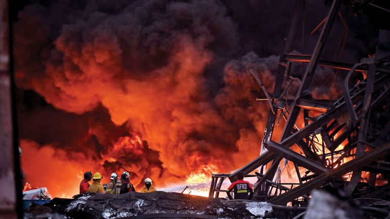 Photo of انفجار وحريق هائل في مصنع بتايلاند
