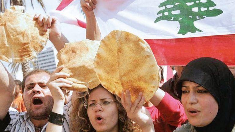 Photo of صحيفة بريطانية تحذر من العواقب المروعة لأزمة لبنان