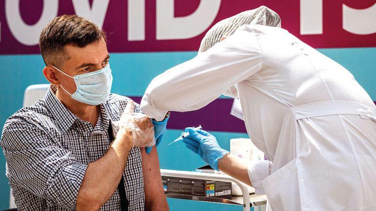 Photo of الصحة العالمية: التوزيع العادل للقاحات سبيل الخروج من الجائحة