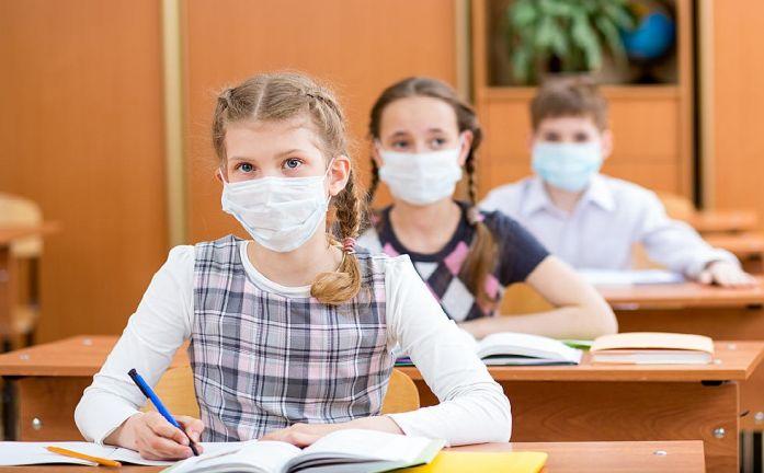 Photo of السلطات الصحية الأمريكية ترخص للتلاميذ الملقحين التخلي عن الكمامات في الخريف المقبل