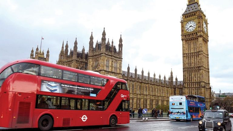Photo of بريطانيا ترفع القيود الصحية المرتبطة بفيروس كورونا