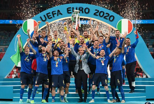 Photo of إيطاليا تعاقب الإنجليز بركلات الترجيح وتتوج بطلة لأوروبا للمرة الثانية