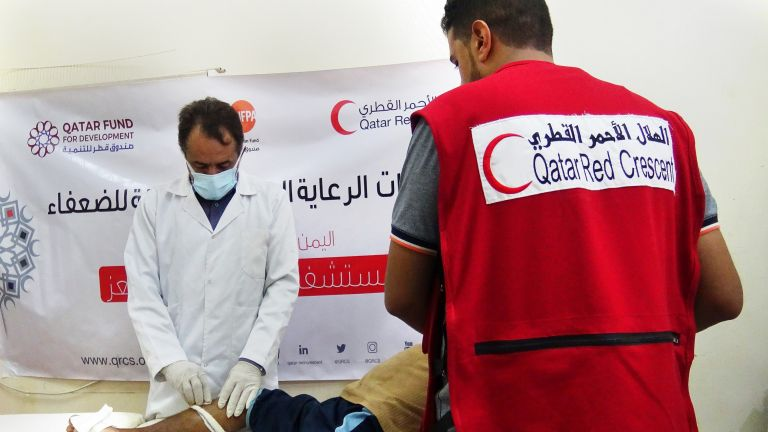 Photo of الهلال الأحمر القطري يدعم المرافق الصحية في اليمن