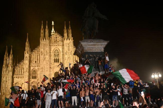 Photo of الصحة العالمية: احتفال جماهير يورو 2020 وسط جائحة كورونا يبعث برسالة خاطئة