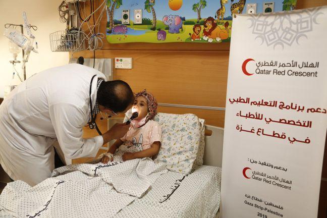 Photo of أطباء الهلال الأحمر القطري المبتعثون للدراسة في الخارج ينقذون أرواح مرضى غزة