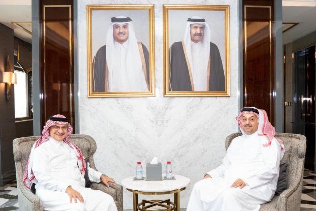 Photo of نائب رئيس مجلس الوزراء وزير الدولة لشؤون الدفاع يجتمع مع السفير السعودي