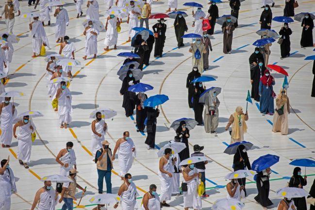 Photo of طلائع الحجاج يؤدون طواف القدوم وسط إجراءات احترازية مكثفة