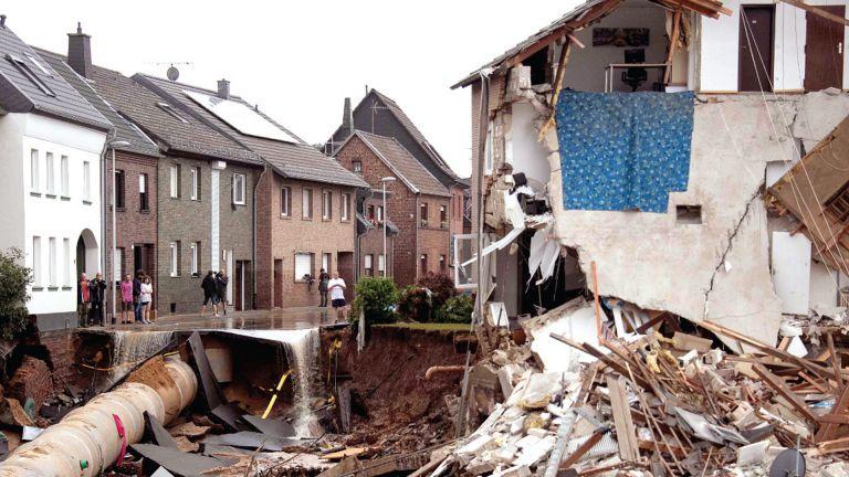 Photo of 24 قتيلًا في بلجيكا .. وبحث عن ضحايا فيضانات ألمانيا