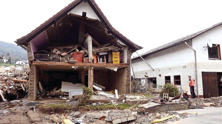 Photo of 168 قتيلًا جراء الفيضانات في ألمانيا وبلجيكا