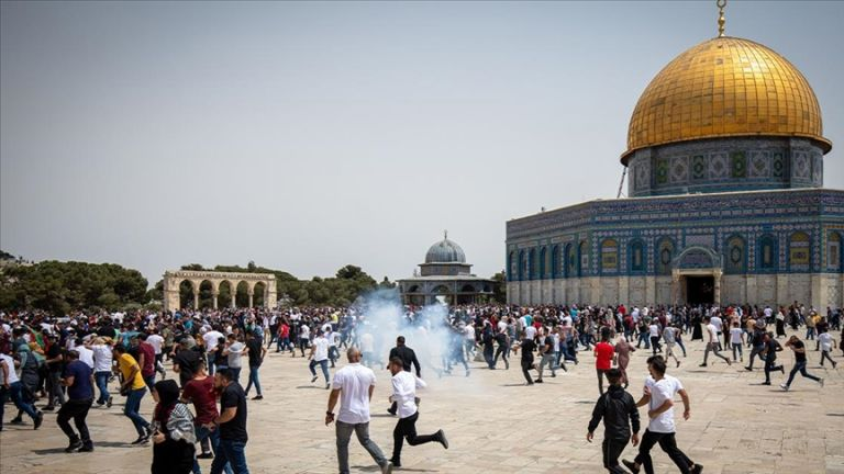 Photo of الجامعة العربية تحمل الحكومة الإسرائيلية كامل المسؤولية عن اقتحام الأقصى