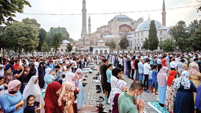 Photo of المسلمون يحتفلون بأول أيام عيد الأضحى