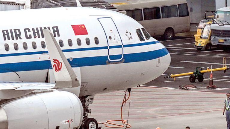 Photo of إلغاء مئات الرحلات الجوية في الصين
