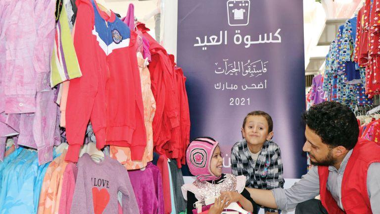 Photo of الهلال الأحمر يرسم فرحة العيد على وجوه أطفال اليمن