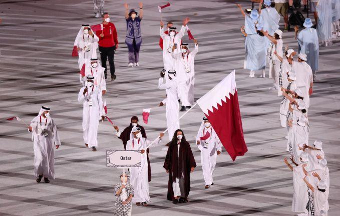 "Photo of أبو جبارة والرميحي يرفعان علم قطر في حفل الافتتاح الرسمي للألعاب الأولمبية ""طوكيو 2020"""