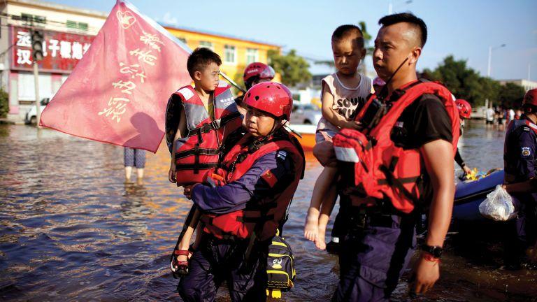 Photo of الصين تستعد لإعصار «إن-فا».. وتكافح للتعافي من الفيضانات