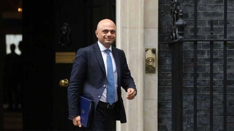 """Photo of وزير الصحة البريطاني يعتذر عن تصريحه بالا يكون المواطنون """"جبناء"""" أمام كورونا"""