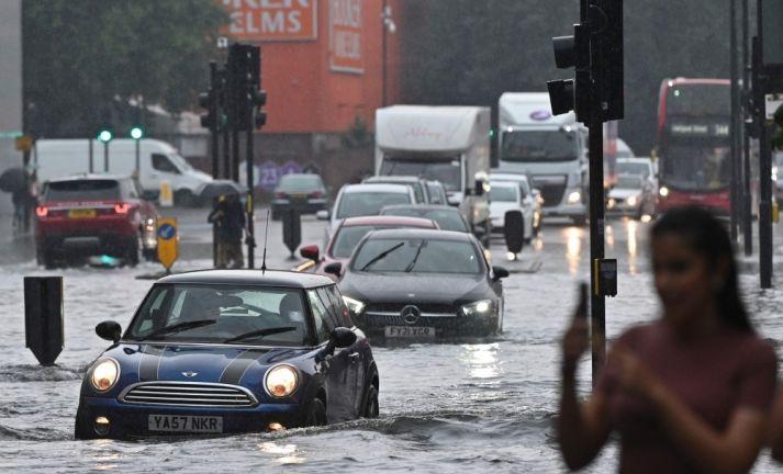 Photo of فيضانات في شوارع لندن مع توالي العواصف