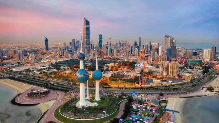 Photo of إلغاء قرار إغلاق الأنشطة التجارية في الكويت الساعة الثامنة مساء