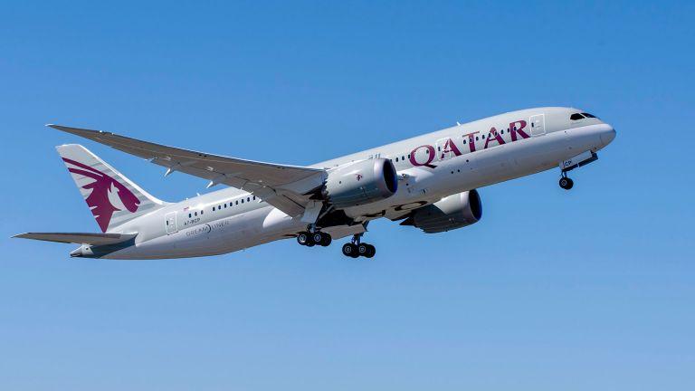 Photo of الخطوط الجوية القطرية تُلزم المسافرين بغطاء الوجه على متن رحلاتها