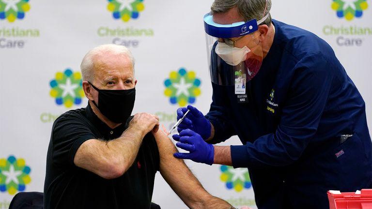 Photo of بايدن يعلن إجراءات للتشجيع على تلقي اللقاح