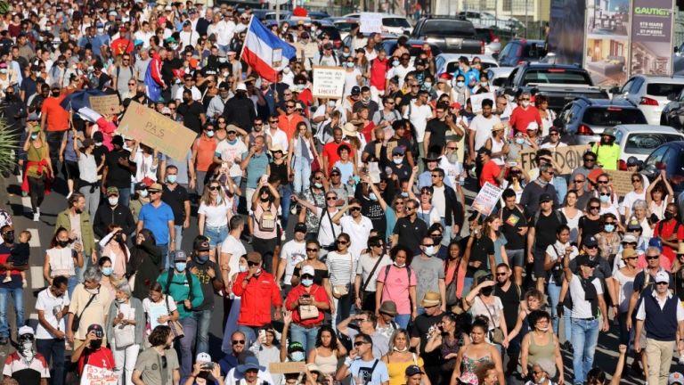 Photo of مظاهرات حاشدة في فرنسا احتجاجا على القواعد الجديدة للوقاية من كورونا