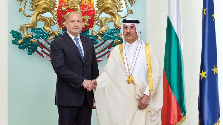Photo of الرئيس البلغاري يقلد سفيرنا وسام الاستحقاق من الدرجة الأولى