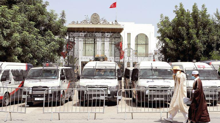 Photo of تونس: سعيّد يَعِد بإجراءات لتكريس الديمقراطية