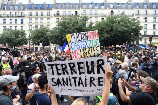"""Photo of الرئيس الفرنسي: المتظاهرون المعارضون للتطعيم """"فقدوا صوابهم"""""""