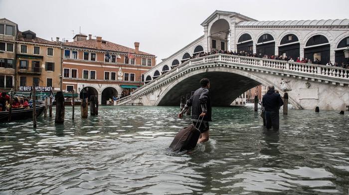 Photo of إيطاليا تواجه فيضانات بعد مدة قصيرة من مواجهتها لسلسلة حرائق