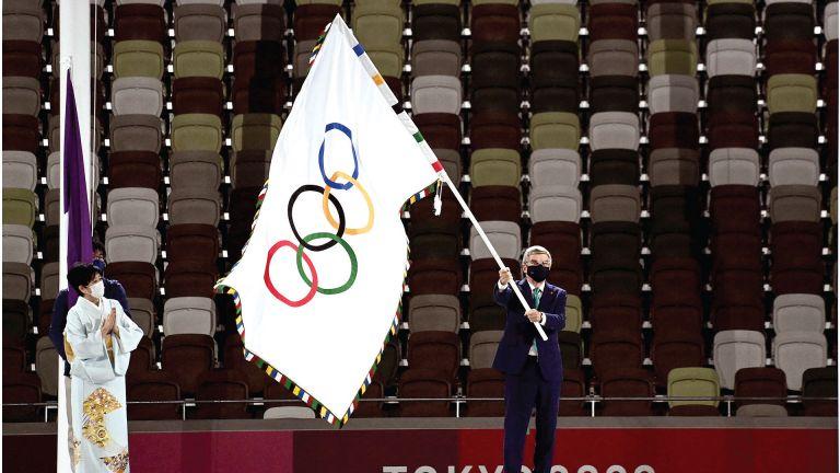 Photo of باريس تتسلم العلم الأولمبي