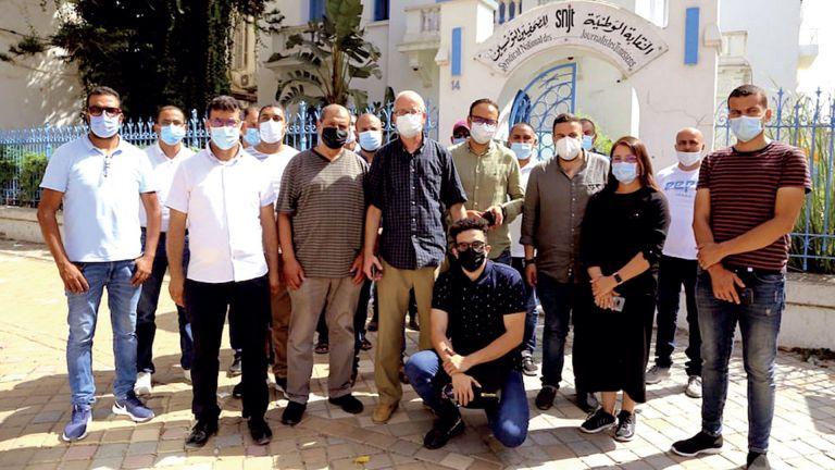 Photo of تونس: نقابة الصحفيين تدعو لإعادة فتح مكتب الجزيرة