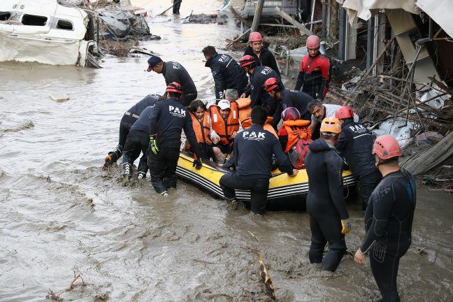 Photo of ارتفاع حصيلة ضحايا الفيضانات في تركيا إلى 40 شخصا