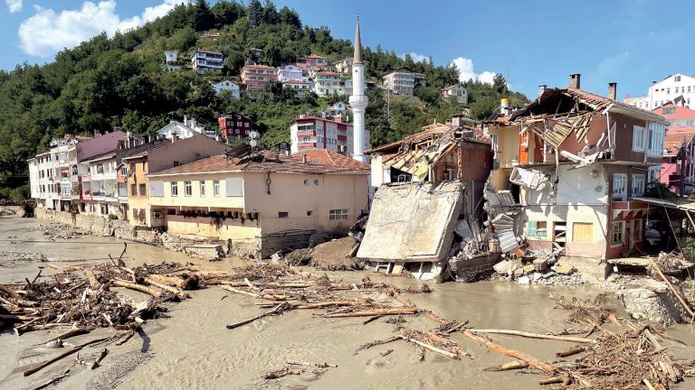 Photo of ارتفاع عدد ضحايا فيضانات تركيا إلى 59