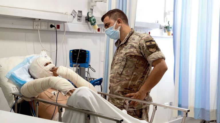 Photo of لبنان: 28 قتيلًا و80 جريحًا بانفجار خزان وقود