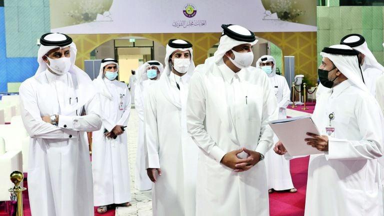 Photo of رئيس الوزراء يتفقّد مقرّ لجنة المرشحين لانتخابات الشورى