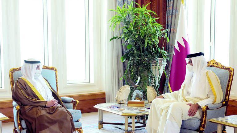 Photo of صاحب السمو يستعرض العلاقات الأخوية مع وزير الخارجية الكويتي