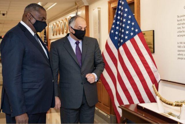 Photo of نائب رئيس مجلس الوزراء وزير الدولة لشؤون الدفاع يجتمع مع وزير الدفاع الأمريكي