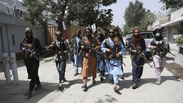 Photo of طائرات وبنادق.. غنيمة طالبان من الجيش الأمريكي
