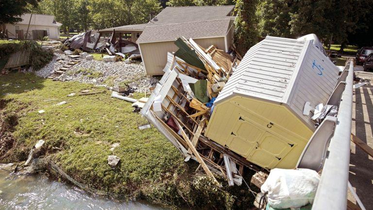 Photo of فيضانات مدمرة في تينيسي الأمريكية