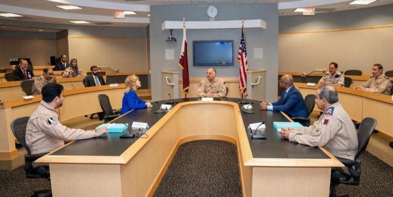 Photo of وزير الدولة لشؤون الدفاع يجتمع مع الرئيس والمدير التنفيذي لشركة بوينغ للدفاع والفضاء والأمن