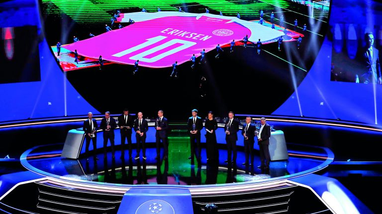 Photo of الطاقم الطبي لمنتخب الدنمارك ينال جائزة الـ UEFA