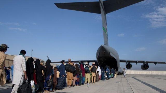 Photo of بريطانيا تنهي جهودها للإجلاء المدنيين من أفغانستان اليوم