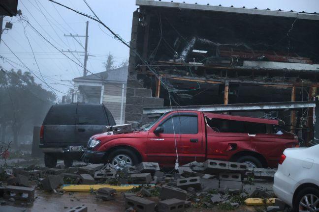 "Photo of أمريكا: سقوط قتيل وانقطاع الكهرباء عن مليون أسرة بسبب إعصار ""إيدا"""