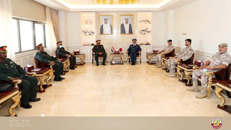 Photo of رئيس الأركان يجتمع مع نظيره السوداني