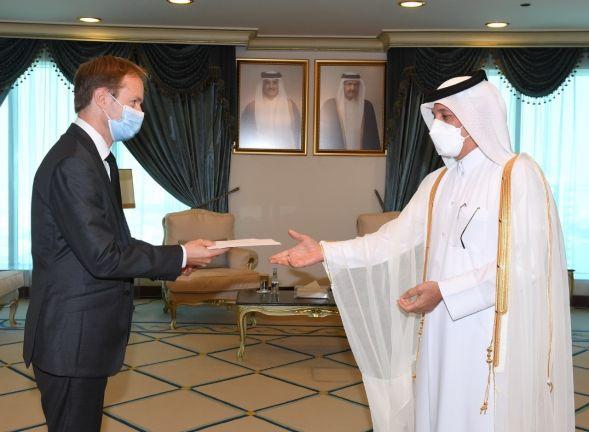 Photo of وزير الدولة للشؤون الخارجية يتسلم نسخة من أوراق اعتماد السفير الفرنسي